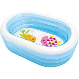 Petite piscine ovale...